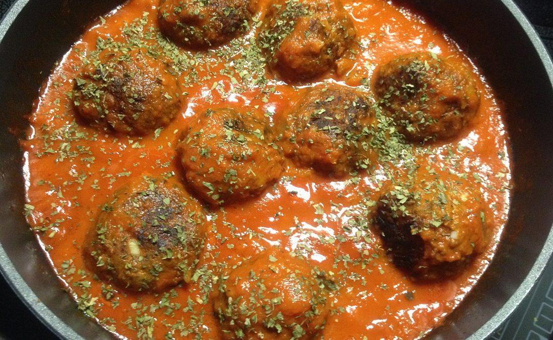 Albondigas in tomato sauce