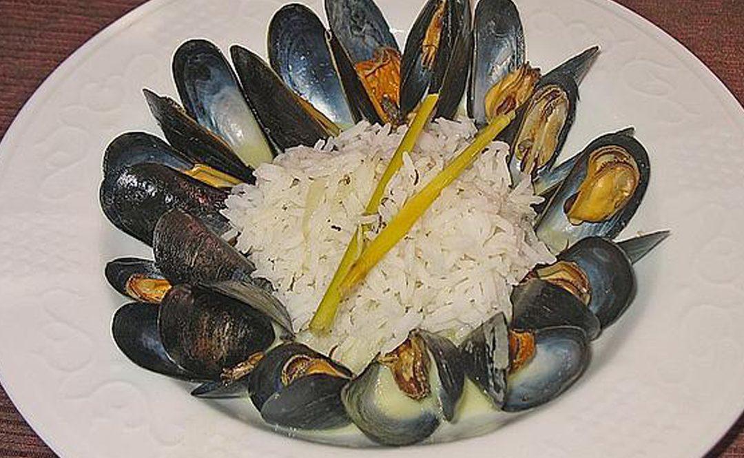 Hot Mussels in Vietnamese Coconut Sauce